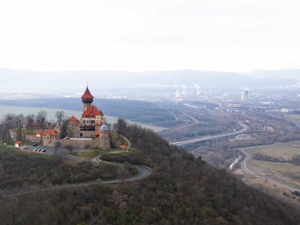 A za hradem čoudící Litvínov - všude je smrad jako z děravých kamen...