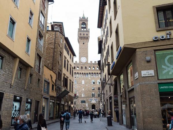 Pohled k Palazzo Vecchio.